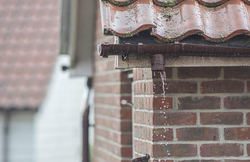 Broken Gutters – Repair vs Replacement